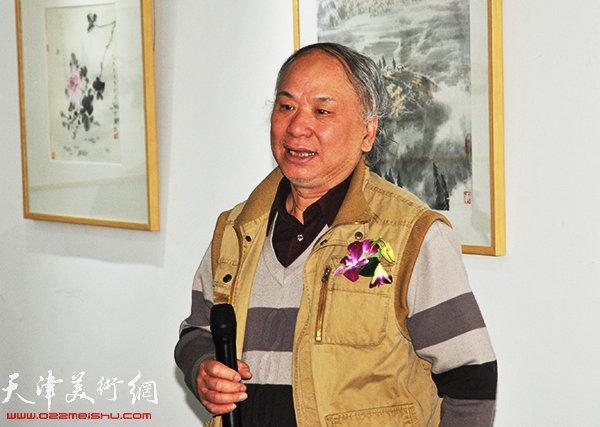 参展画家代表李风雨致辞。