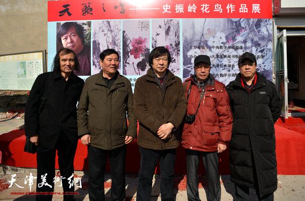 图为史振岭与曹剑英、刘绍斌等来宾在开幕仪式现场。