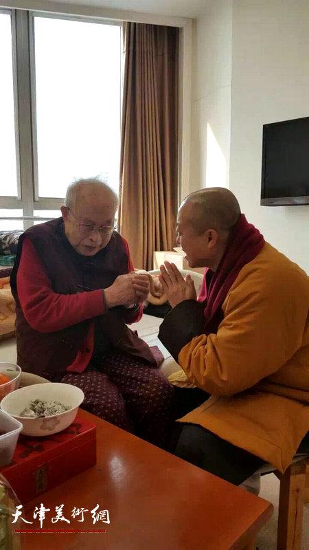 大悲禅院主持智如看望孙其峰先生。