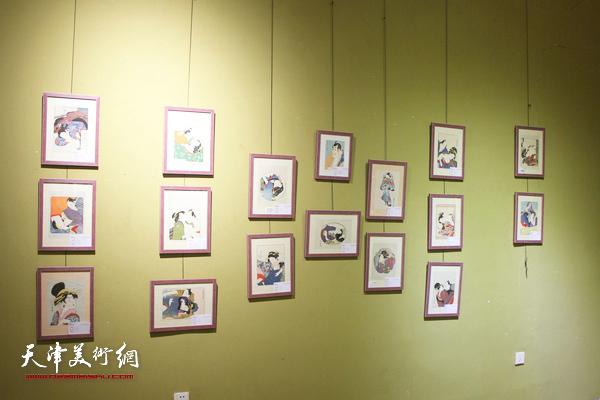 美国收藏家、版画家瑞·诺尔特先生现场为观众演示版画制作。