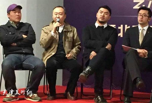 柴博森在做京津冀三地青年艺术生态发展论坛主题演讲。