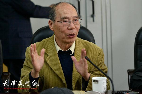 美术理论家崔锦。