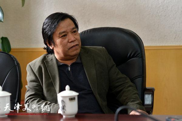 天津美术家协会秘书长李耀春。