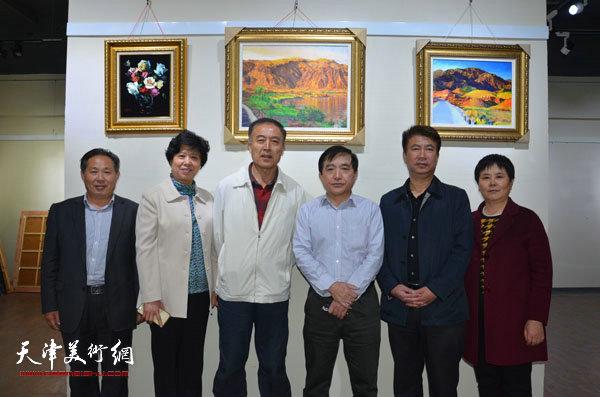 王文元与相关领导及来宾在蓬莱展览现场