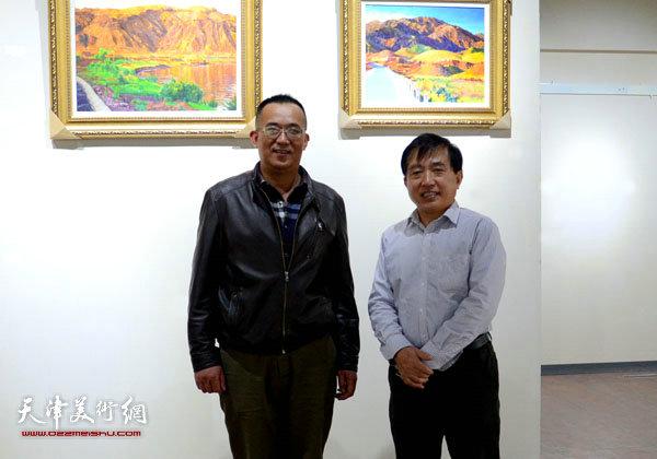 王文元与来宾在蓬莱展览现场