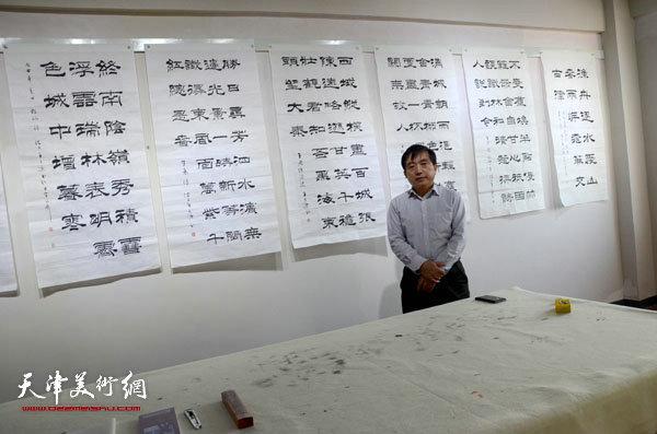 王文元在蓬莱展览现场