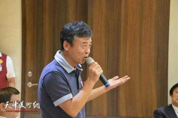 北京竞天公诚律师事务所资深合伙人吴雷先生在尹沧海教授书画展开幕茶会上发言