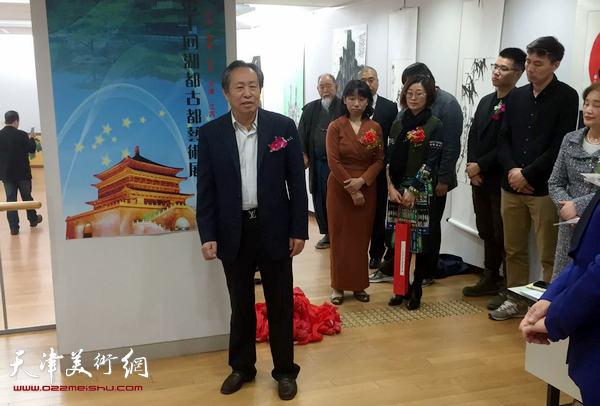 刘国胜在画展开幕仪式上致辞。