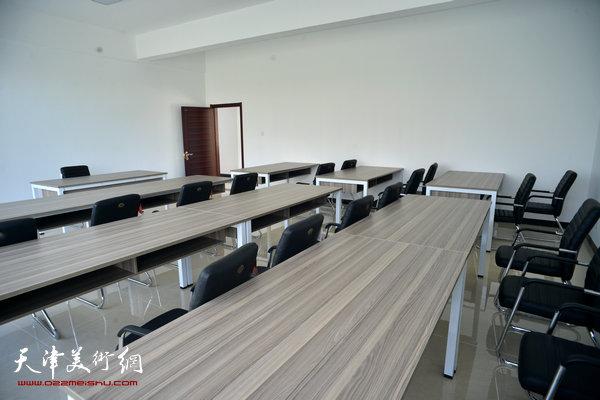 金带福路文化传播中心培训教室。