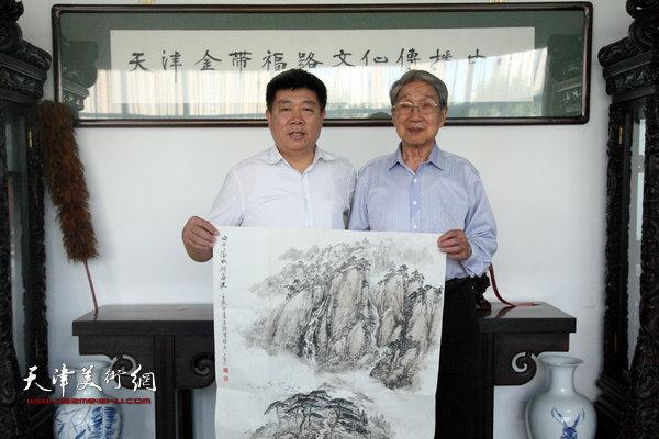 90岁高龄著名画家赵兵凯先生专程到天津金带福路文化传播中心参观。