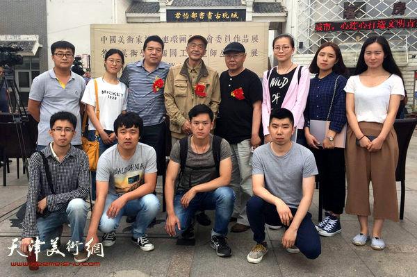 杨志刚导师和董克诚导师带领硕士研究生们拜会艺委会主任沈尧伊先生。
