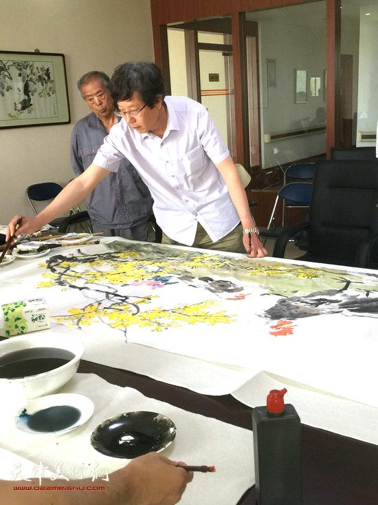 人物画院院长王春涛现场作画