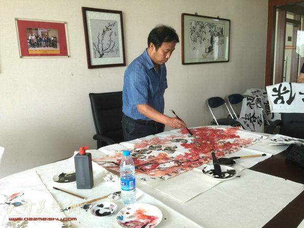 花鸟画家刘旭东画风粗中有细、新意十足