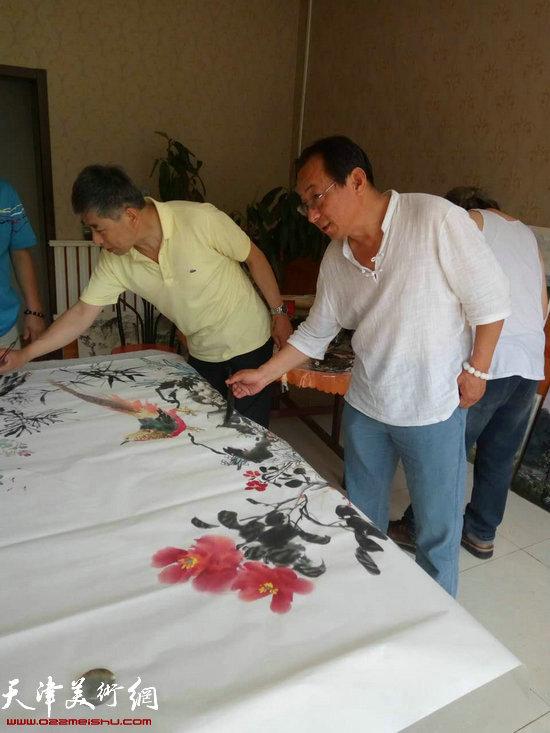 郑爱民在蓟县黄崖关下创作。
