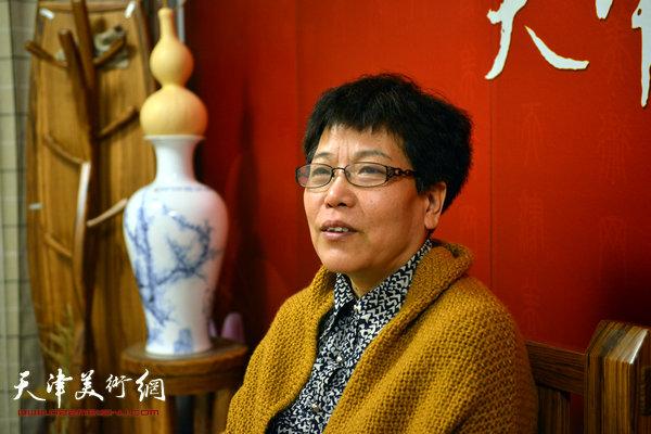 著名画家李娜做客天津美术网
