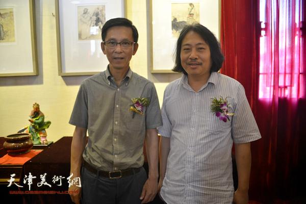 何家英与贾广健在画展现场。