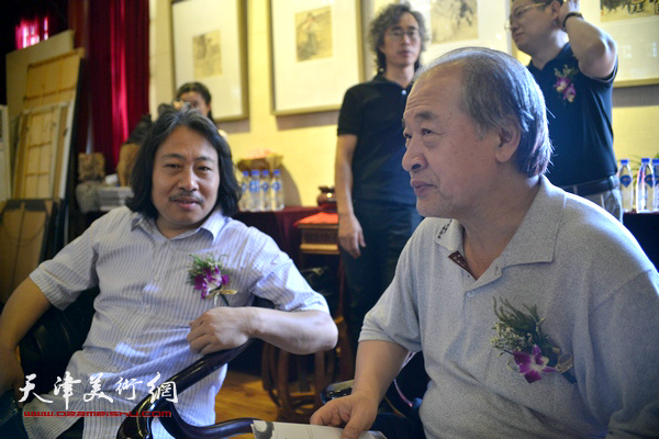 王书平、贾广健在画展现场。