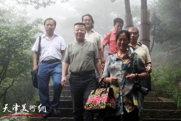 津门十五位画家到安徽黄山采风写生