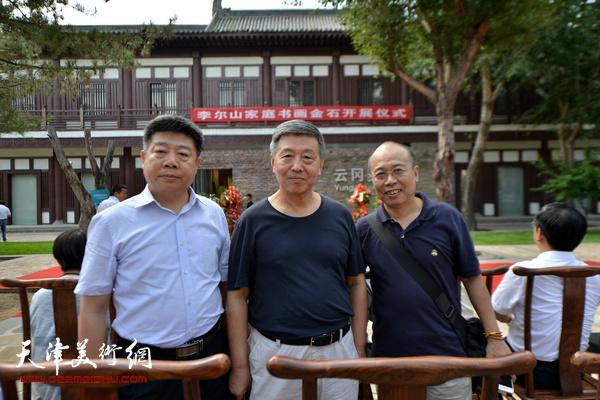 天津应邀出息的嘉宾刘学仁、王冠惠、张养峰在开幕仪式上。