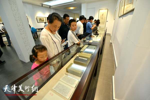 李尔山家庭书画金石展现场。