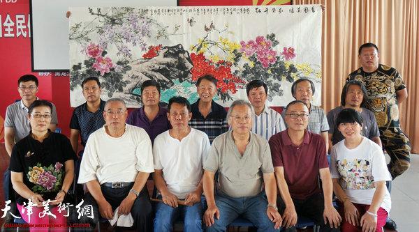 津门画家创作佳作答谢热情的黑龙江朋友