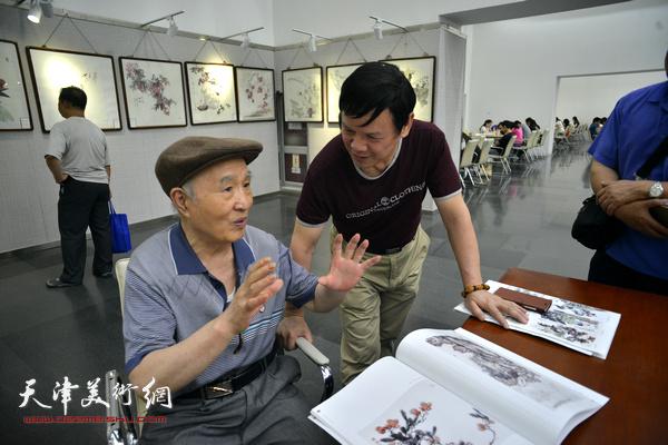 李根友与著名画家孙贵璞切磋艺术