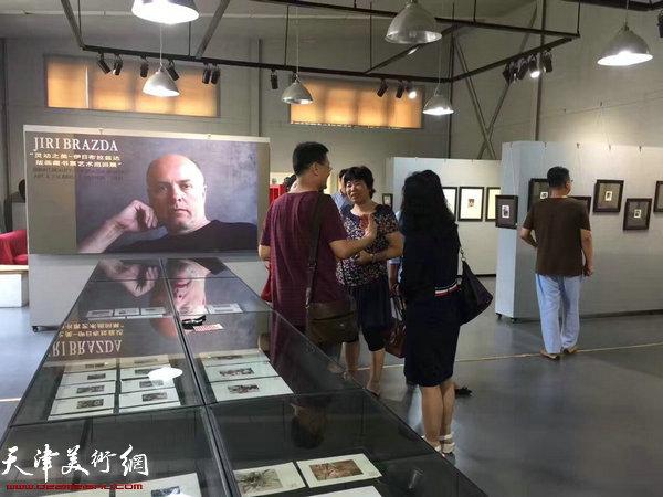伊日·布拉兹达版画藏书票艺术巡展现场。