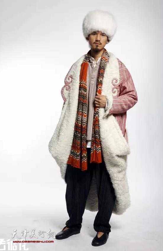 """天津美术学院曹敬钢""""撒拉情缘""""现代撒拉族服饰设计作品"""