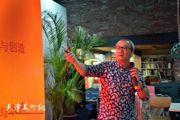 南开大学文学院艺术设计系博士、副教授吴立行做主旨发言。