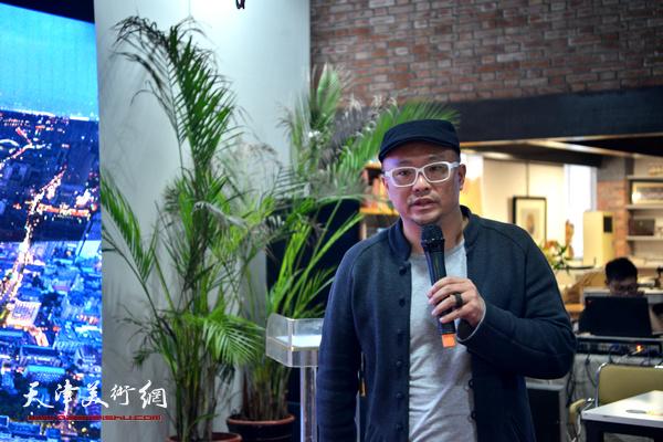 北京服装学院教授、米兰理工大学设计学院教授丁肇辰做主旨发言。