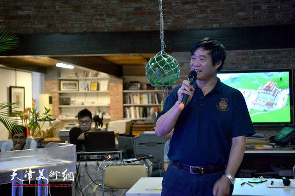 北京工业大学人文学院教授、学术委员会主席、北京工业大学文化创意产业研究所所长王国华做主旨发言。