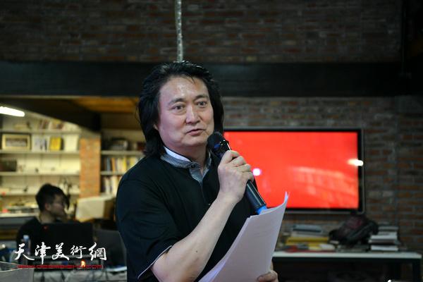 南开大学文学院教授、博士生导师、艺术设计系主任薛义学术主持