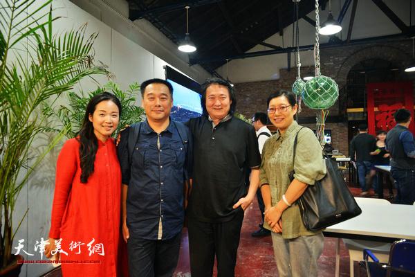 薛义与周志强在圆桌论坛现场。