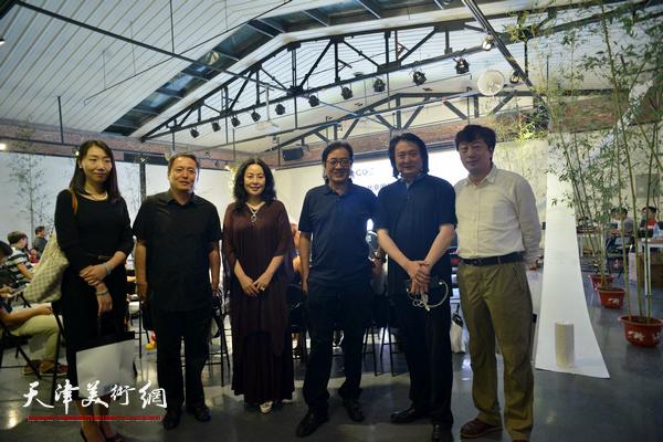 薛义与景玉民、王学斌、张蓓荔在圆桌论坛现场。