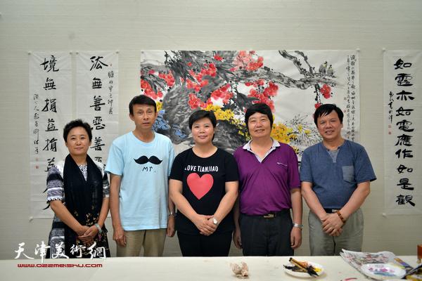 天津北方文创集团有限公司党委书记、总经理刘红与彭英科、王惠民、李根友、郑宏伟在一起