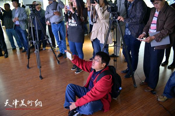 观天地—天津美术学院教师书画作品展10月10日在鸿德艺术馆拉开帷幕。