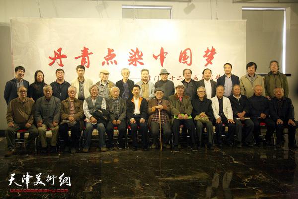 津门32国画名家精品展在天津日报美术馆开幕