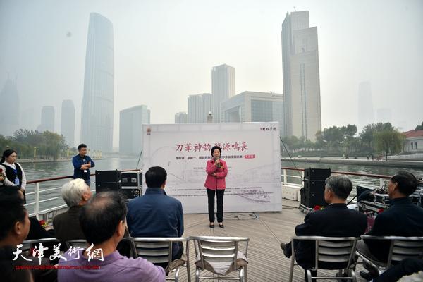 天津市政协原副主席、市政协书画艺术研究会老会长曹秀荣致辞。