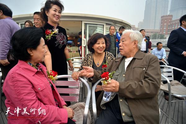曹秀荣、刘锫金、闫怡在启动仪式上。