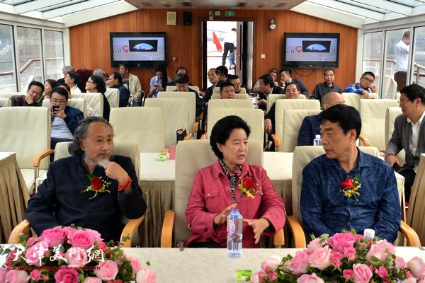 曹秀荣、刘栋、姜维群在启动仪式上。