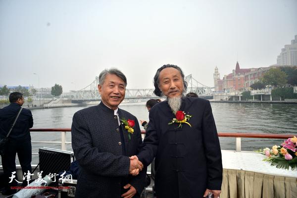 刘栋、李梓源在启动仪式上。