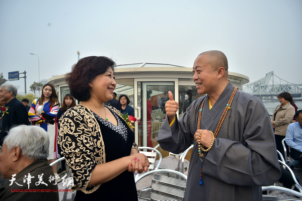 智如、闫怡在启动仪式上。