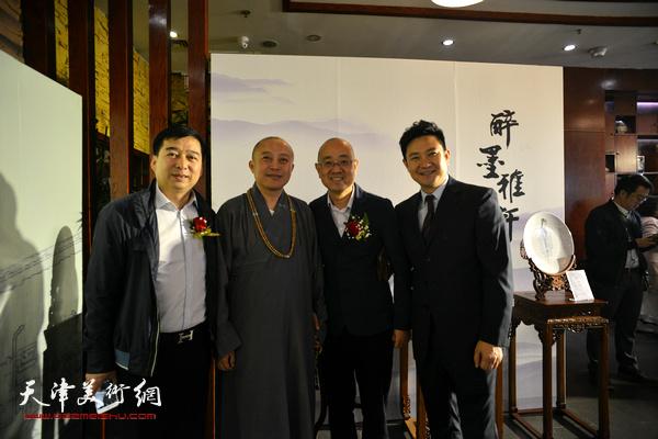 左起:汪勇、智如、马驰、朱懿在展览现场。