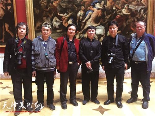 马孟杰与赴俄罗斯艺术家代表团一行在圣彼得堡冬宫博物馆观摩采风掠影