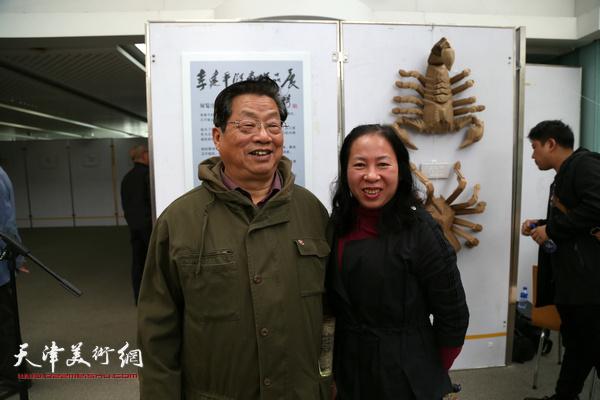 著名版画家赵海鹏老师与版画家李桂琴。