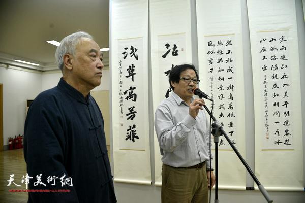 天津书协秘书长冉繁英主持。