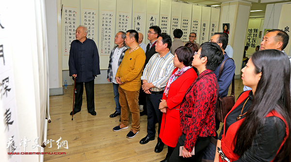 """""""顾志新师生暨道友诗联书印合璧展""""在天津市美术馆举行。"""