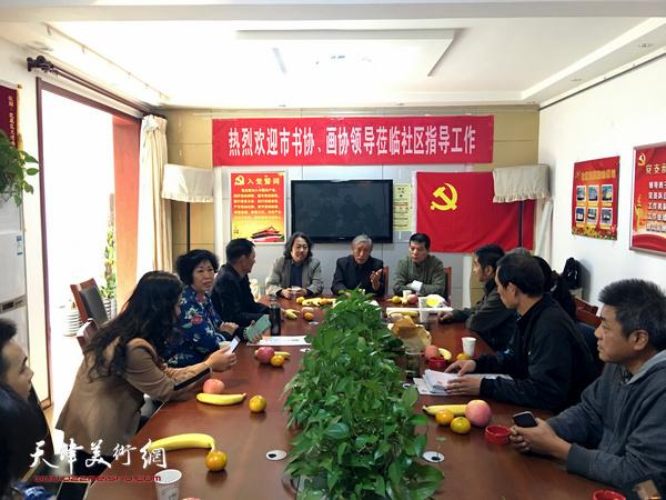 天津画院画家与北辰区书画家座谈。
