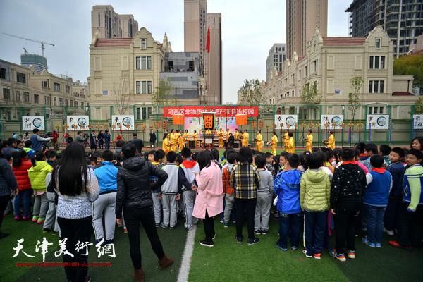 """""""河西区非物质文化遗产项目进校园""""活动走进天津师范大学附属小学。"""