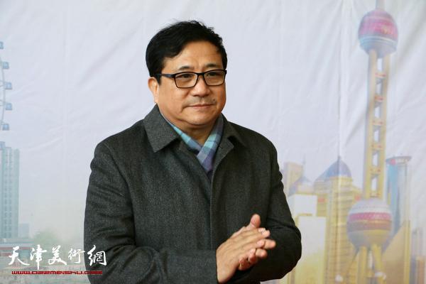 天津市文联党组成员、秘书长商移山宣布展览开幕